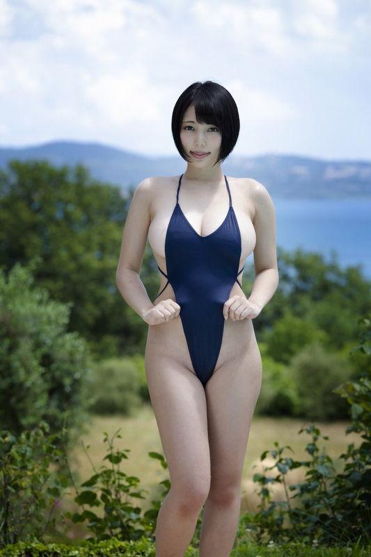 週刊プレイボーイ掲載で話題の巨乳少女・安位薫、ハイレグ凄い細めの水着でHカップおっぱいがこぼれそう