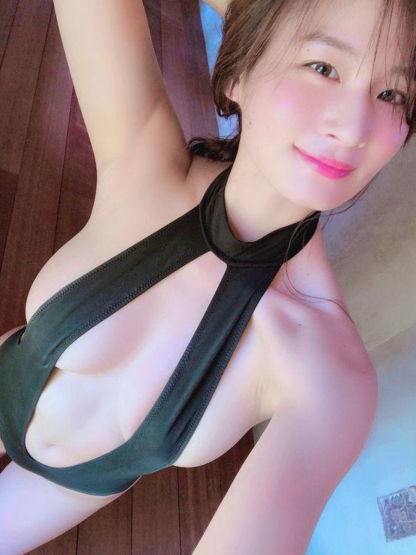 高身長モデル系の新人美女グラドル清瀬汐希(22)公式サンプル画像で乳首が見えるアクシデントが発生