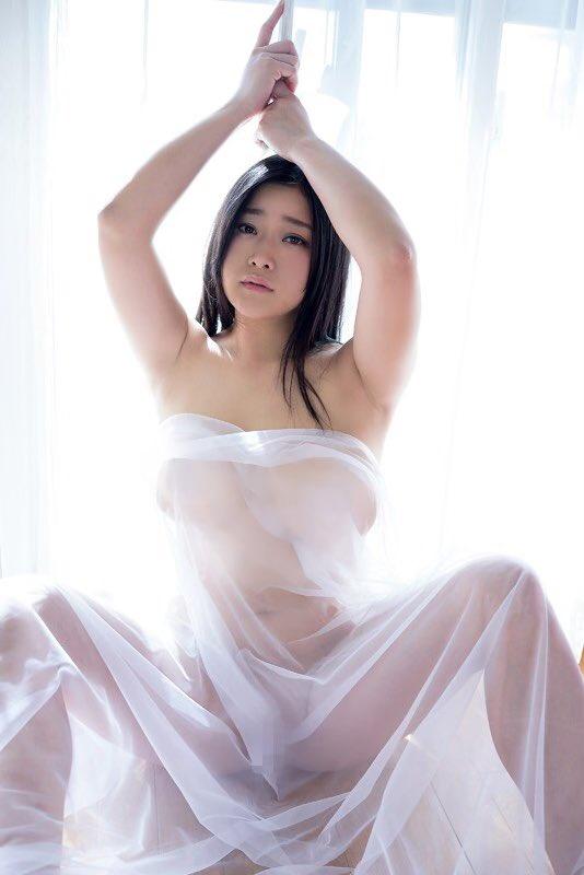 人気爆乳過激アイドル深井彩夏、全裸解禁後の次は撮影中にオナニーしちゃって気持ちよくなってる