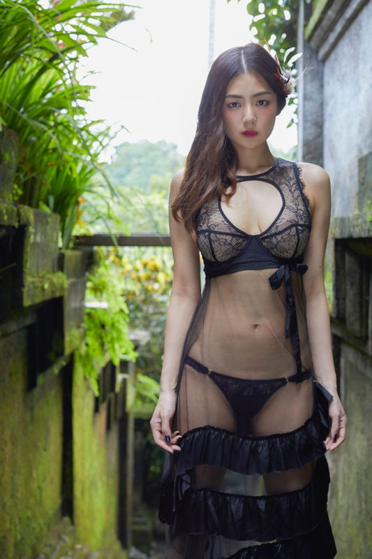 元ミス日本でグラビア女王片山萌美、ランキング1位獲った半裸ウェディングドレス姿がエロ過ぎる